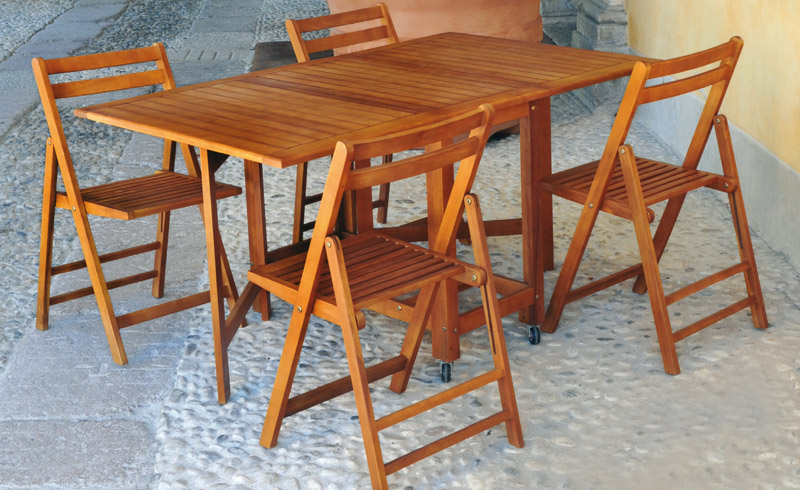 Folding table set + 4 praiano chairs